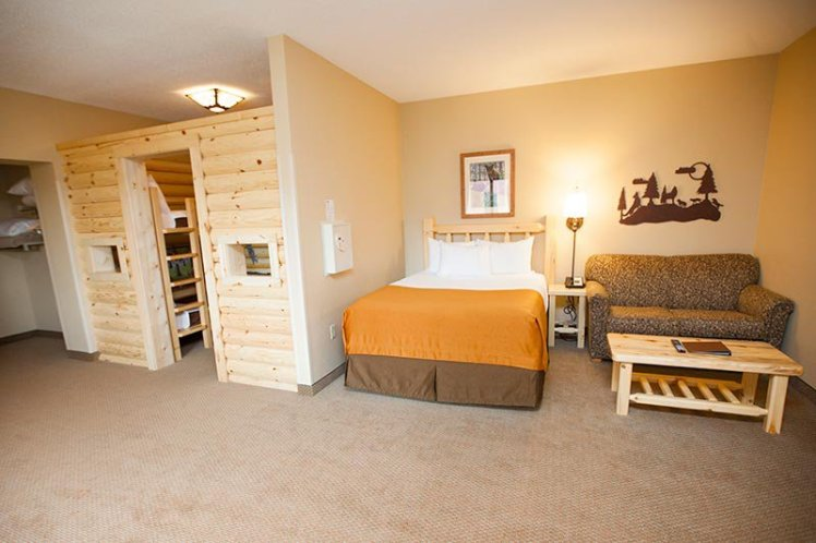 Kid Cabin Suite bunk and bed
